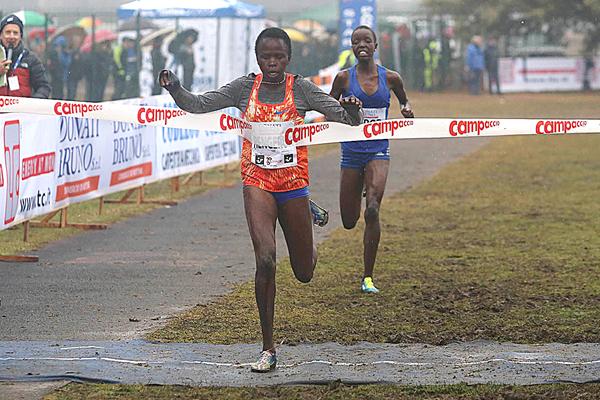Lilian Rengeruk wins the women's race at Campaccio (Giancarlo Colombo)