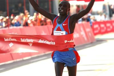 Evans Cheruiyot takes the Chicago Marathon title (Victah Sailer)