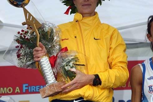 Giovanna Volpato with her 2008 Florence Marathon trophy (Giancarlo Colombo)