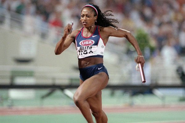 Gail Devers in the 4x100m at the 1997 IAAF World Championships (Getty Images)
