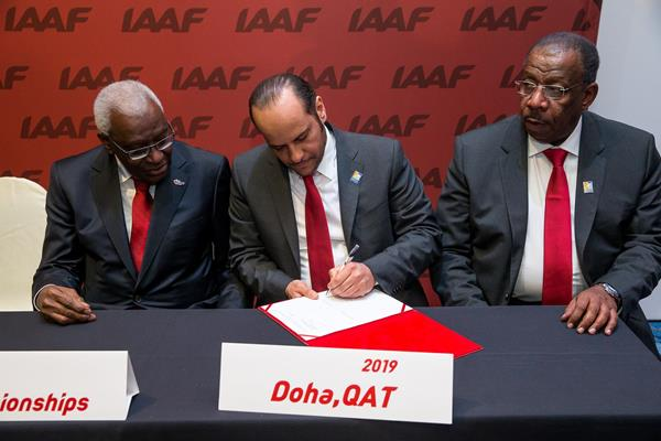 The Doha bid delegation sign the agreement for the 2019 IAAF World Championships (Philippe Fitte / IAAF)
