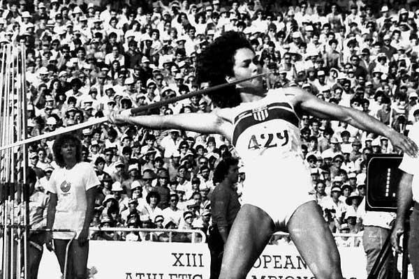 Sofia Sakorafa throwing in the 1982 European Championships (AFP/Getty Images)