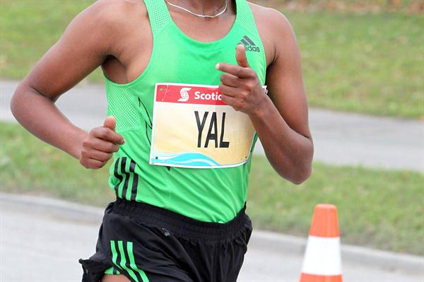 Koren Yal en route to a 2:22:43 win in Toronto (Andrew McClanahan)