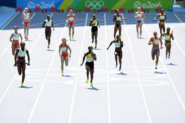 Shelly-Ann Fraser-Pryce anchors Jamaica in the 4x100m at the Rio 2016 Olympic Games (Getty Images)