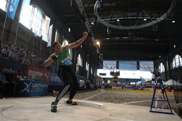 Valerie Adams puts in Zürich's main station shot contest - Samsung Diamond League (Jean-Pierre Durand)