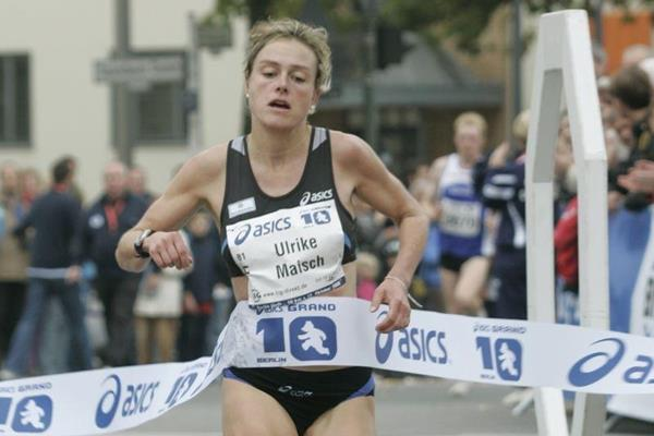 Ulrike Maisch wins the Berlin 10 K (berlin-runs.com/J. Engler)