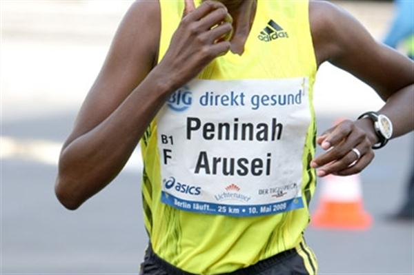 Peninah Arusei en route to her win at the Berlin 25K (Victah Sailer)