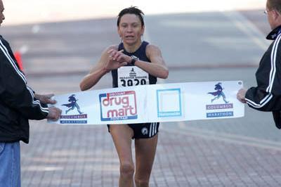 Lyudmila Pushkina winning the Columbus Marathon (Victah Sailer - Photo Run)