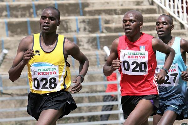 Elvis Cheboi (yellow vest) leads the men's 10,000m at the Kenyan trials for the 2014 IAAF World Junior Championships (David Ogeka / PhotoRun.net)