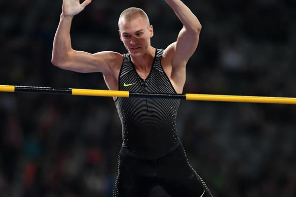 Sam Kendricks at the 2016 IAAF Diamond League in Shanghai (Errol Anderson)