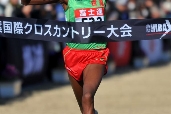 Susan Wairimu taking the Chiba XC title (Kyoko Matsuda/Agence SHOT)