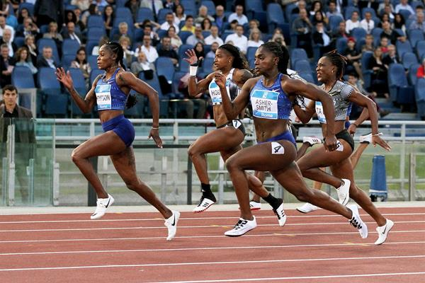 Elaine Thompson passes Dina Asher-Smith in the 100m at the IAAF Diamond League meeting in Rome (Jean Pierre Durand)