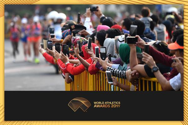 Athletics fans taking pictures at a road race (AFP / Getty Images)