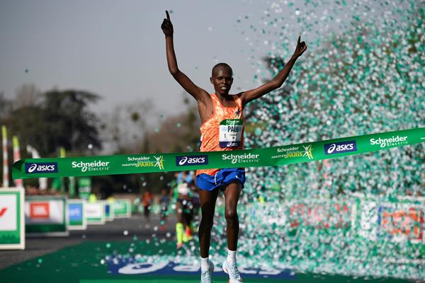 Paul Lonyangata takes his second Paris Marathon title (AFP/Getty Images)