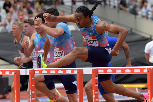 Aries Merritt on his way to winning the 110m hurdles at the IAAF Diamond League meeting in London (Kirby Lee)