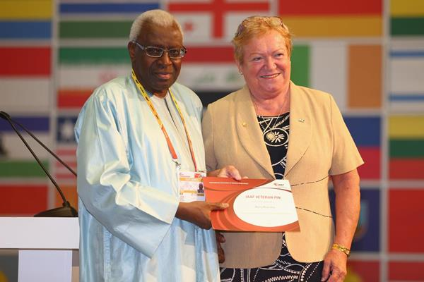Maria Mracnova receives an IAAF Veteran Pin at the 49th IAAF Congress in Moscow (IAAF)