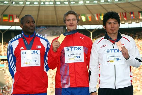The medallists from the men's Javelin Throw final (L-R) Cuba's Guillermo Martinez (silver), Norway's Andreas Thorkildsen (gold) and Japan's Yukifumi Murakami (bronze) (Getty Images)