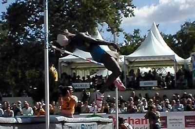 Eunice Barber high jumping in Talence (P-J Vazel)