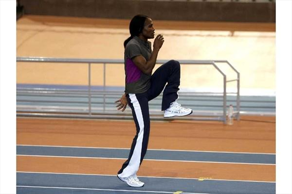 Mutola training in the Palau Velòdromo Lluís Puig in Valencia (Julio Fontán)