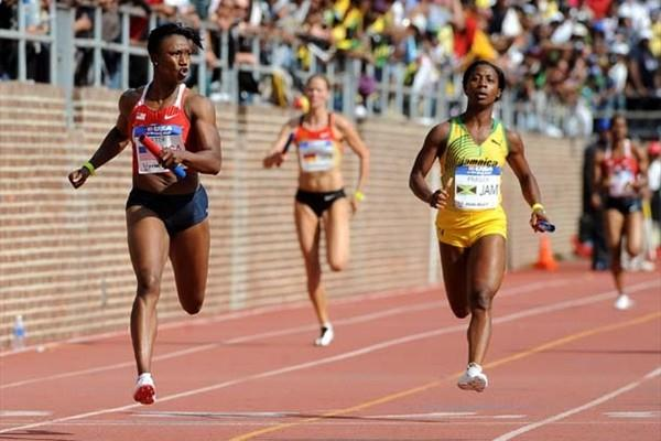 Carmelita Jeter brings home the 4x100m victory ahead of Olympic champion Fraser in 2009 Penn Relays (Kirby Lee)