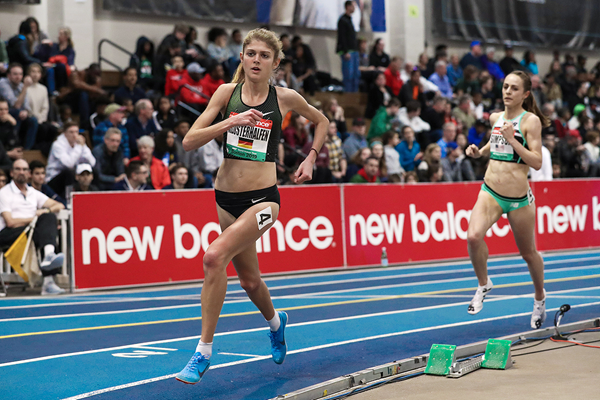 Konstanze Klosterhalfen leads Jenny Simpson in the 5000m at the IAAF World Indoor Tour meeting in Boston (Victah Sailer)
