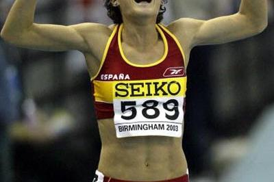 Maite Martinez of Spain celebrates winning bronze in the women's 800m (Getty Images)