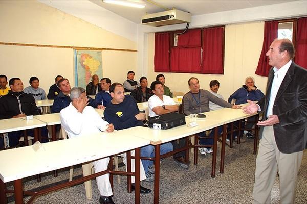 Juan Scarpin, Director of RDC Santa Fe addresses the lecturers (RDC Santa Fe)