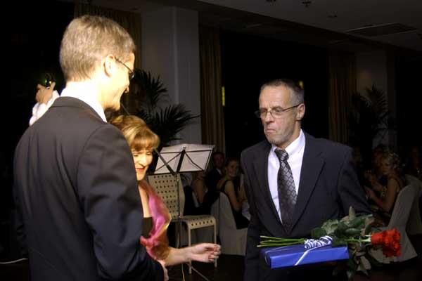 Totally surprised! Lasse Viren receives SUL's highest award (Matti Erkkilä)