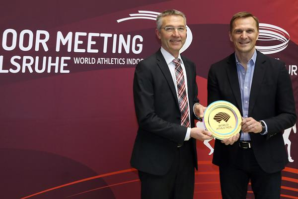 Karlsruhe City Sports Mayor receives the World Athletics Heritage Plaque for World Athletics CEO Jon Ridgeon (LOC)