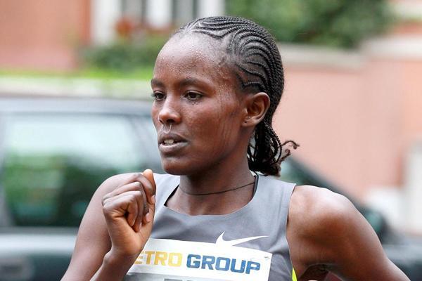 Melkam Gizaw in the 2012 Dusseldorf Marathon (Victah Sailer / photorun.net - organisers)
