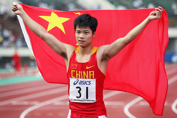 Su Bingtian celebrates his 100m victory at the Asian Championships (Getty Images)