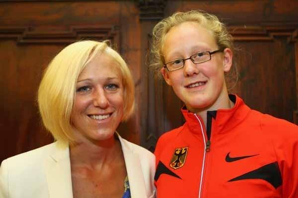 IAAF Ambassador Kajsa Bergqvist and youth athlete Kimberly Jess of Germany (Getty Images)