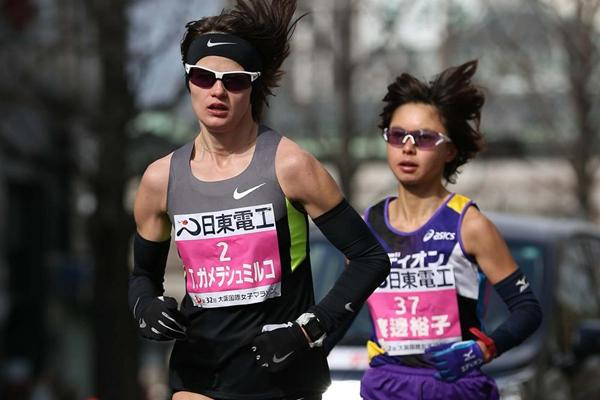 Ukraine's Tetyana Gamera-Shmyrko and Japan's Kayoko Fukushi during the 2013 Osaka Women's Marathon (Yohei Kamiyama - Agence SHOT)