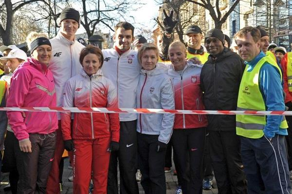 Wilson Kipketer with some of Poland's leading athletes in Sopot (fotobank.pl / UMS)