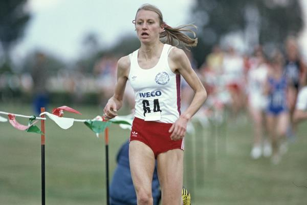 Grete Waitz on her way to winning the 1983 IAAF World Cross Country Championships (Getty Images)