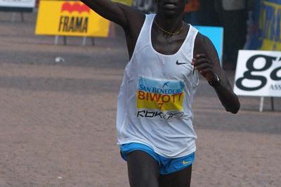Stephen Kipgosgei Biwott wins the Maratona d'Italia (Lorenzo Sampaolo)