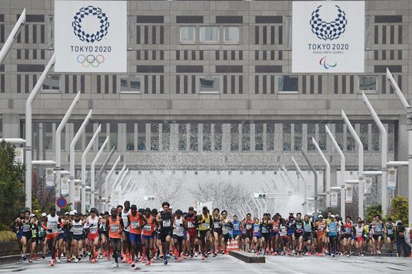 Marathon runners in action in Tokyo (AFP / Getty Images)
