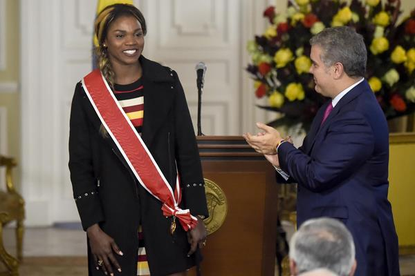Caterine Ibarguen receives the Grand Cross of the National Order of Merit from Colombian President Ivan Duque (AFP/Getty Images)