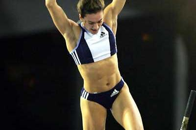 Yelena Isinbayeva leaps to 4.89m World Indoor record in Liévin (AFP/Getty Images)