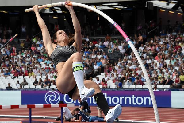 Ekaterini Stefanidi in the pole vault at the IAAF Diamond League meeting in London (Kirby Lee)