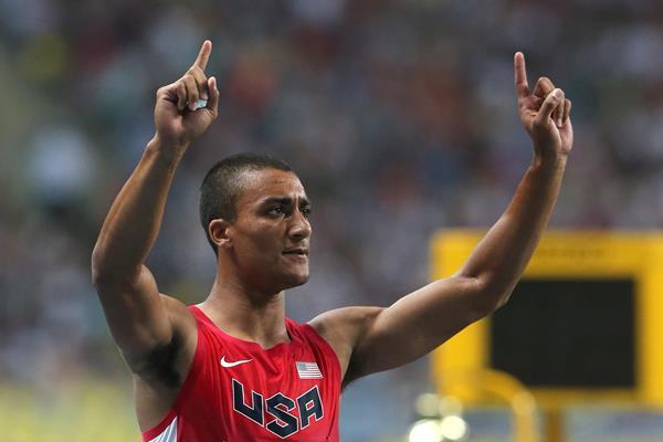 Ashton Eaton celebrates winning decathlon gold in Moscow ()