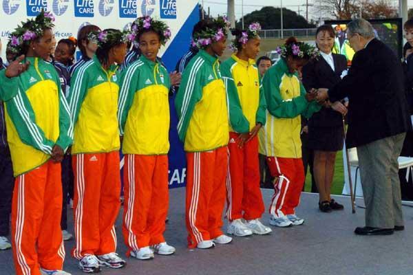 Ethiopian winning women's team - Chiba 2004 (Sjögren)