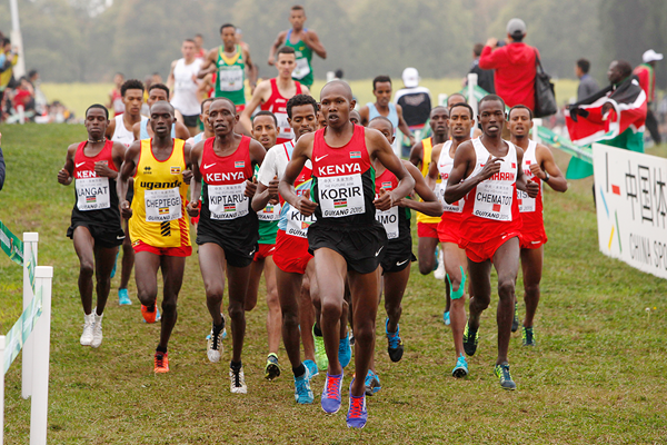 Geoffrey Korir leads the junior men's race at the IAAF World Cross Country Championships, Guiyang 2015 (Getty Images)