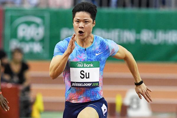 Su Bingtian on his way to an Asian record 6.43 in the 60m in Düsseldorf (Gladys Chai von der Laage)