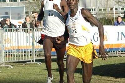 Joel Kemboi Kimurer (right) outsprints Denis Ndiso at the Eurocross (Rosch Kohl)