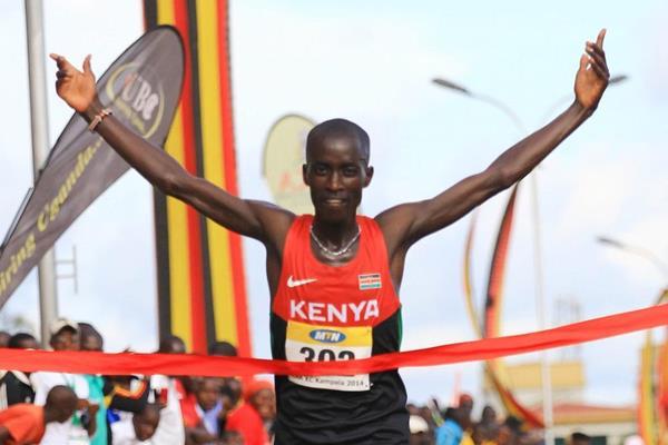 Leonard Barsoton winning at the 2014 African Cross Country Championships (Namayo Mawerere)