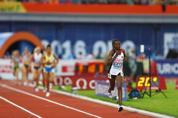 Yasemin Can of Turkey dominates the European Championships 5000m (Getty Images)