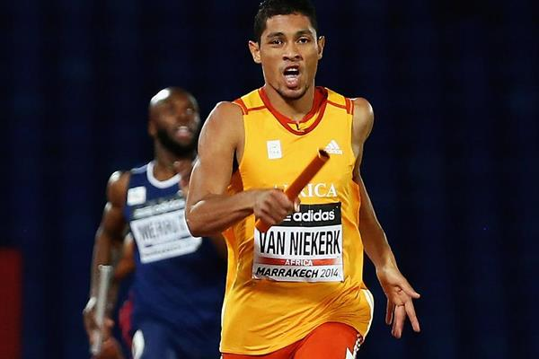Wayde van Niekerk anchors Africa to victory in the 4x400m at the IAAF Continental Cup, Marrakech 2014 (Getty Images)