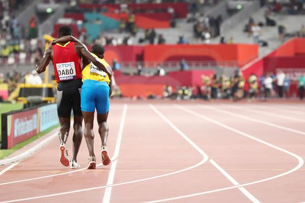 Braima Suncar Dabo helps Jonathan Busby to the finish of the their heat in the 5000m at the World Athletics Championships Doha 2019 (Getty Images)