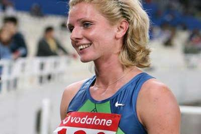 Yelena Soboleva of Russia after her 1500m win in Athens (courtesy of tsiklitiria.org)